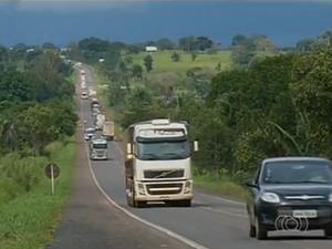 PRF fiscalizou 2127 veículos durante a operação Carnaval (Foto: Reprodução/TV Anhanguera)