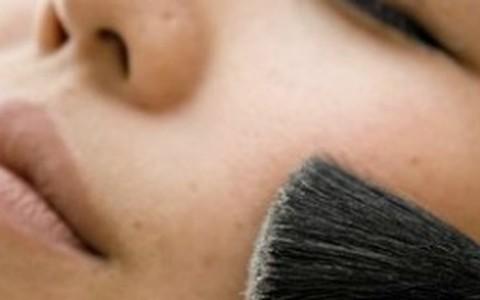 Como fazer a maquiagem durar mais em peles oleosas? Torquatto ensina