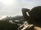 Deusa! Após campanha, Juliana Paes posa decotada