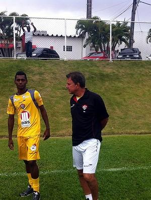 Ricardo Silva conversa com Marquinhos em treino do Vitória (Foto: Divulgação/EC Vitória)