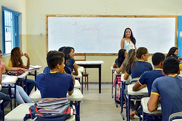 NA SALA DE AULA Larissa Carneiro, professora em Porto Nacional, Tocantins.  Ela diz já perceber a diferença no comportamento dos alunos (Foto: Jefferson Veras/ÉPOCA)