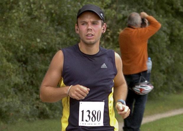Andreas Lubitz, copiloto do avião da Germanwings apontado como responsável pela derrubada do avião, em foto de setembro de 2009, enquanto corria a meia maratona de Hamburgo (Foto: Foto-Team-Mueller/Reuters)