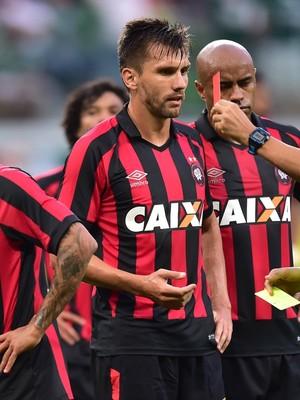 Léo Atlético-PR Palmeiras (Foto: Marcos Ribolli)