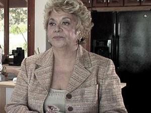 A atriz Lupe Ontiveros, conhecida pelos papéis de empregada doméstica, em cena do filme 'Universal signs' (2008) (Foto: Divulgação)