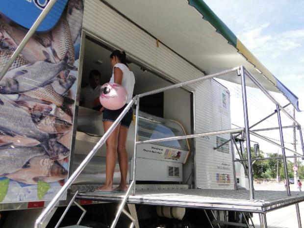 'Caminhão Feira do Peixe' tem opções baratas de pescado em Guarujá (Foto: Divulgação/Prefeitura Municipal de Guarujá)