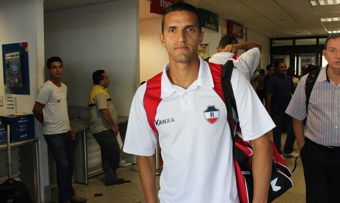 Hugo Figueiredo, lateral do River-PI (Foto: Abdias Bideh/GloboEsporte.com)