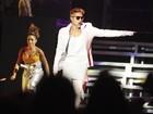 Justin Bieber pede desculpas por 'chutar' a bandeira argentina
