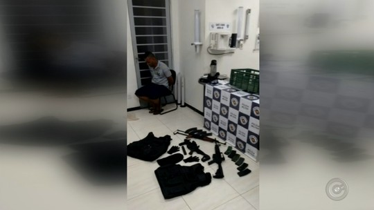 Polícia Rodoviária apreende fuzis e metralhadora em Itatinga