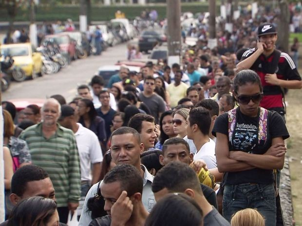 No total, feira em São Vicente oferece três mil vagas de empregos (Foto: Reprodução/TV Tribuna)