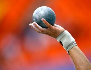 Detalhe do arremesso de peso Mundial de atletismo (Foto: Agência AFP)