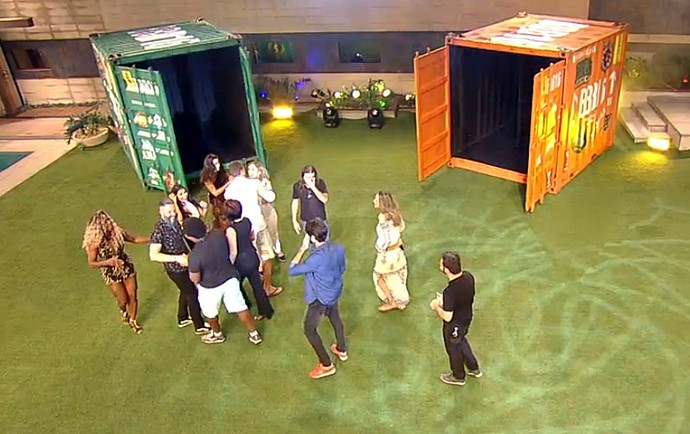 Brothes do BBB16 entram na casa (Foto: TV Globo)
