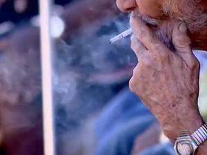 Fumantes devem se conscientizar e optar por deixar o cigarro (Foto: Reprodução/Tv Fronteira)