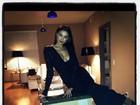Top Irina Shayk, namorada de Cristiano Ronaldo, posa decotada