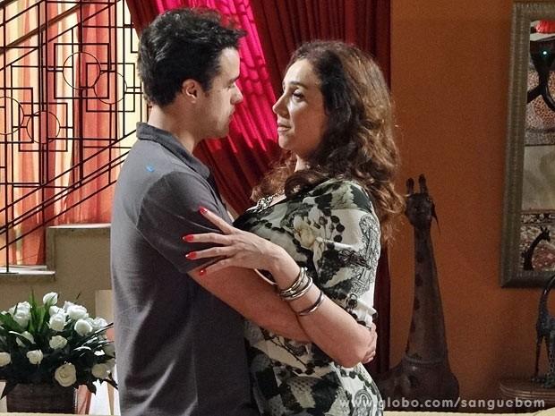 Lucindo diz que ama Damáris (Foto: Sangue Bom / TV Globo)
