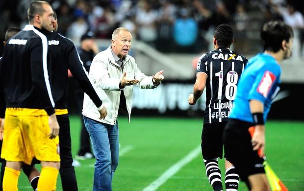 Mano Menezes e Luciano, Corinthians X Atlético-mg (Foto: Marcos Ribolli)