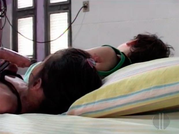 Os filhos de Ivete não podem ser expostos a altas temperaturas e passam a maior parte do dia dentro de casa, em baixo de um ar-condicionado. (Foto: Reprodução/Inter TV Cabugi)