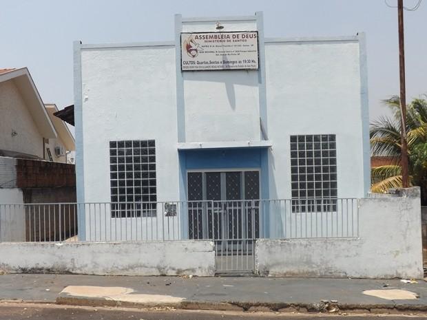 Igreja no bairro São Francisco está fechada para cultos (Foto: Marcos Lavezo/G1)