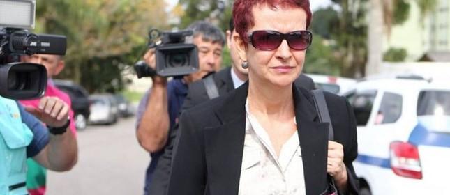 Marice Corrêa de Lima, cunhada do tesoureiro do PT, João Vaccari Neto, prestou depoimento à Polícia Federal em Curitiba, nesta segunda-feira (Foto: Geraldo Bubniak / AGB / Agência O Globo)