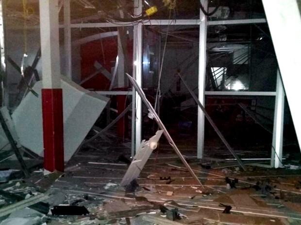 Agência bancária ficou destruída após explosão em Anajatuba (MA) (Foto: Divulgação/PM-MA)