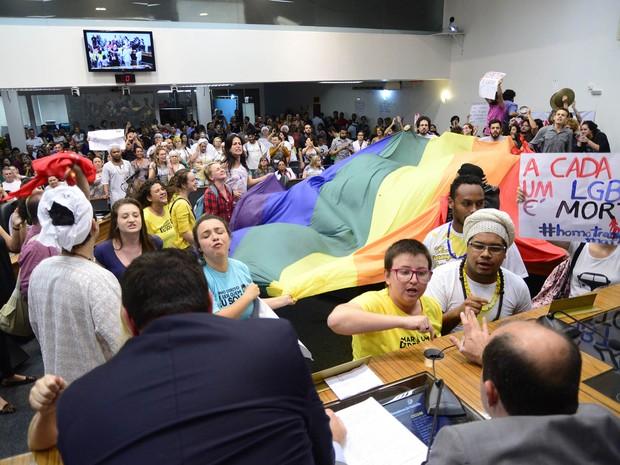 Com protestos, presidente da Câmara decidiu encerrar sessão (Foto: Sabrina Seibel/Câmara de Joinville)