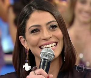 Carol Castro se emociona no seu 'Arquivo Confidencial' (Foto: TV Globo)