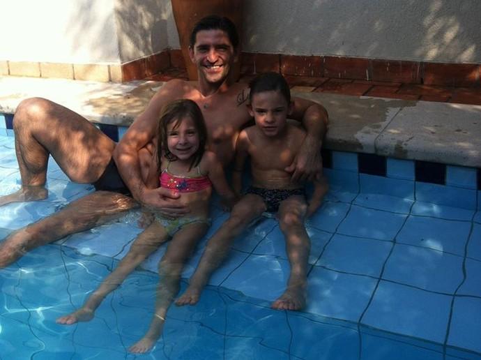 Técnico Fábio Giuntini com os filhos Júlia e Lucca (Foto: Divulgação/Arquivo Pessoal)