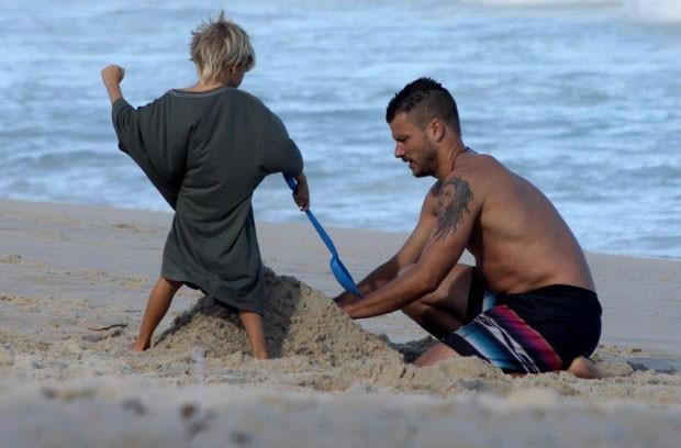 Rodrigo Hilbert e filho (Foto: J. Humberto/Agnews)