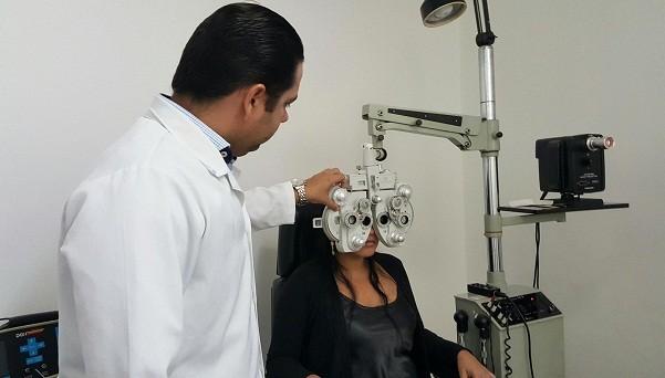 Procure um médico oftalmologista em um consultório ou clínica oftalmológica (Foto: Divulgação)