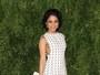 Vanessa Hudgens aposta em look comportado para ir a evento de moda
