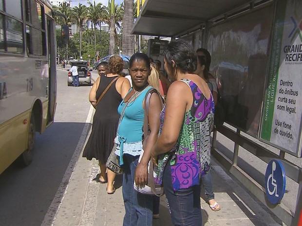 Espera pelos ônibus no segundo dia de greve foi longa, na Avenida Agamenon Magalhães, no Recife. (Foto: Reprodução / TV Globo)