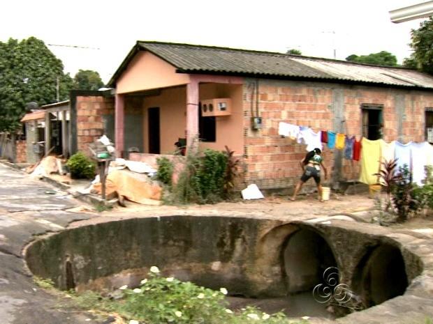 Problema ocorre há cinco anos no bairro (Foto: Reprodução/TV Amazonas)