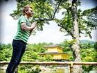 Michel Teló se despede do Japão 'flutuando' mais uma vez em foto