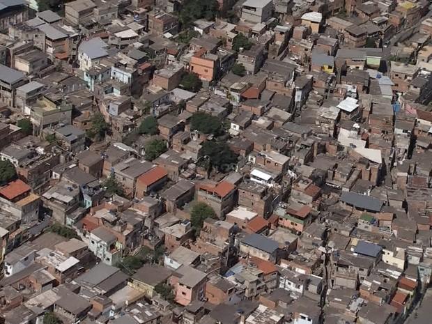 Tiroteios intensos são registrados nos últimos dias no Aglomerado da Serra, em BH, PM diz que há guerra entre gangues na favela (Foto: Reprodução/TV Globo)