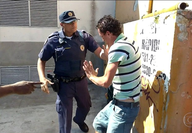 Morador de rua Samir Sati é agredido pela Guarda Civil Municipal (GCM) em São Paulo (Foto: Reprodução/TV Globo)
