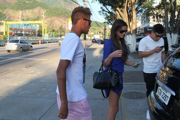 Bruna Marquezine e Neymar em churrascaria (Foto: Gabriel Rangel/Ag. News)