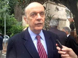 Ex-governador José Serra no enterro de Mesquita (Foto: Nathália Duarte/G1)