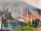 Barracão de fábrica de compensados pega fogo em União da Vitória, no PR