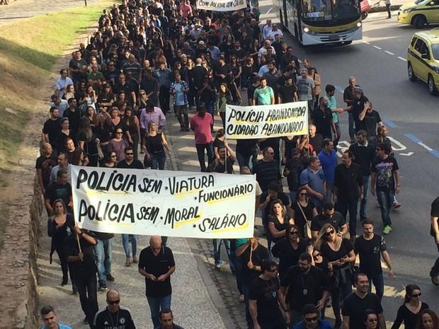 Manifestantes saíram em passeata até a Alerj (Foto: Cristina Boeckel/G1)