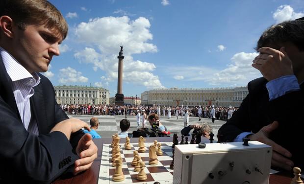 Cidade russa promove jogo de xadrez humano (Foto: Olga Maltseva/AFP)
