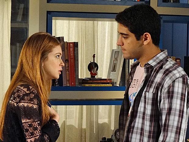 Juliana descobre que Bruno está encontrando Cris (Foto: Amor Eterno Amor/TV Globo)
