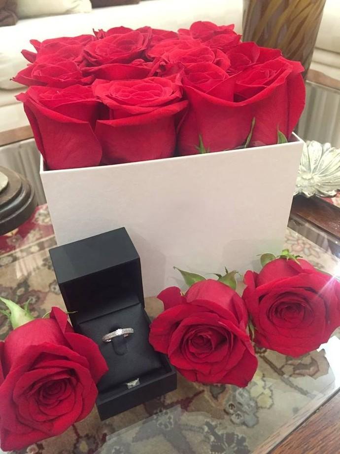 As rosas e o anel vistos de pertinho (Foto: arquivo pessoal)