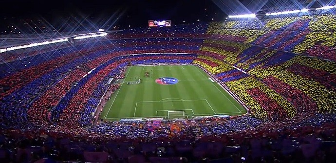 Mosaico da torcida do Barcelona no Camp Nou no clássico diante do Real Madrid