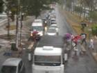 Chuva e fortes ventos paralisam travessia de balsas em Santos