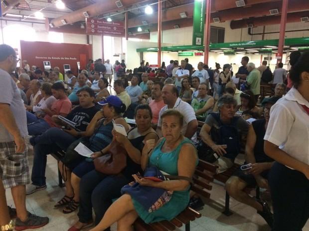 Problemas no IPTU geram excesso de pessoas no Poupatempo (Foto:  João Paulo de Castro/G1)