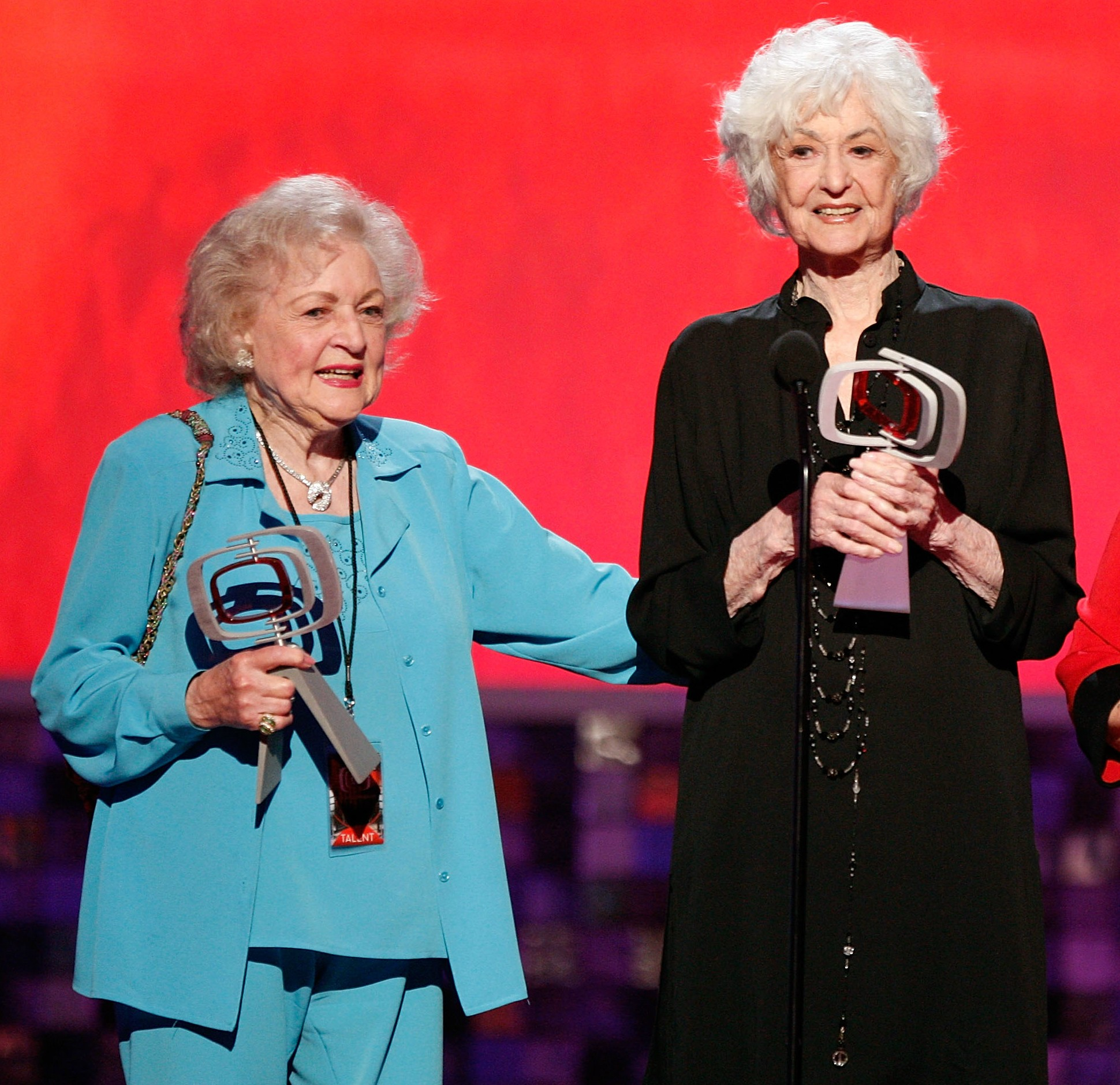 As atrizes Betty White e Bea Arthur (Foto: Getty Images)