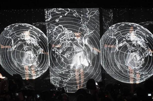 Show da banda japonesa Perfume com produção da dupla Daito Manabe e Mikiko Mizuno (Foto: Reprodução)