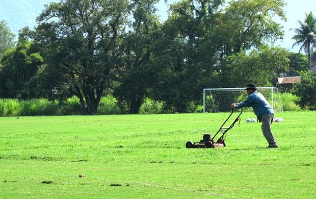 Campo 1 do Ninho do Urubu em tratamento  (Foto: Richard Souza / Globoesporte.com)