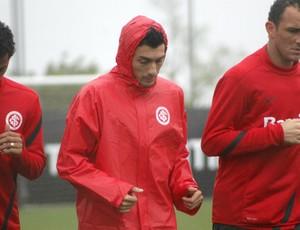 Treino do Inter com chuva  (Foto: Diego Guichard/GLOBOESPORTE.COM)