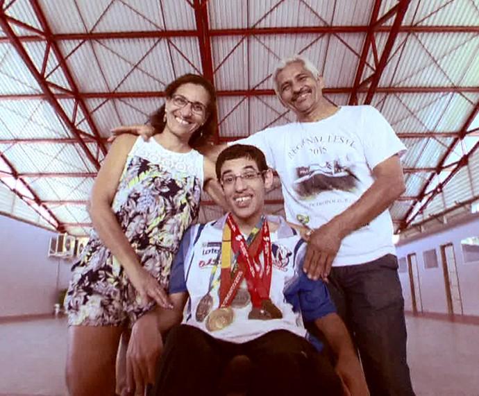 Família do Lucas Araújo, atleta da bocha na Paralimpíada (Foto: TV Globo)