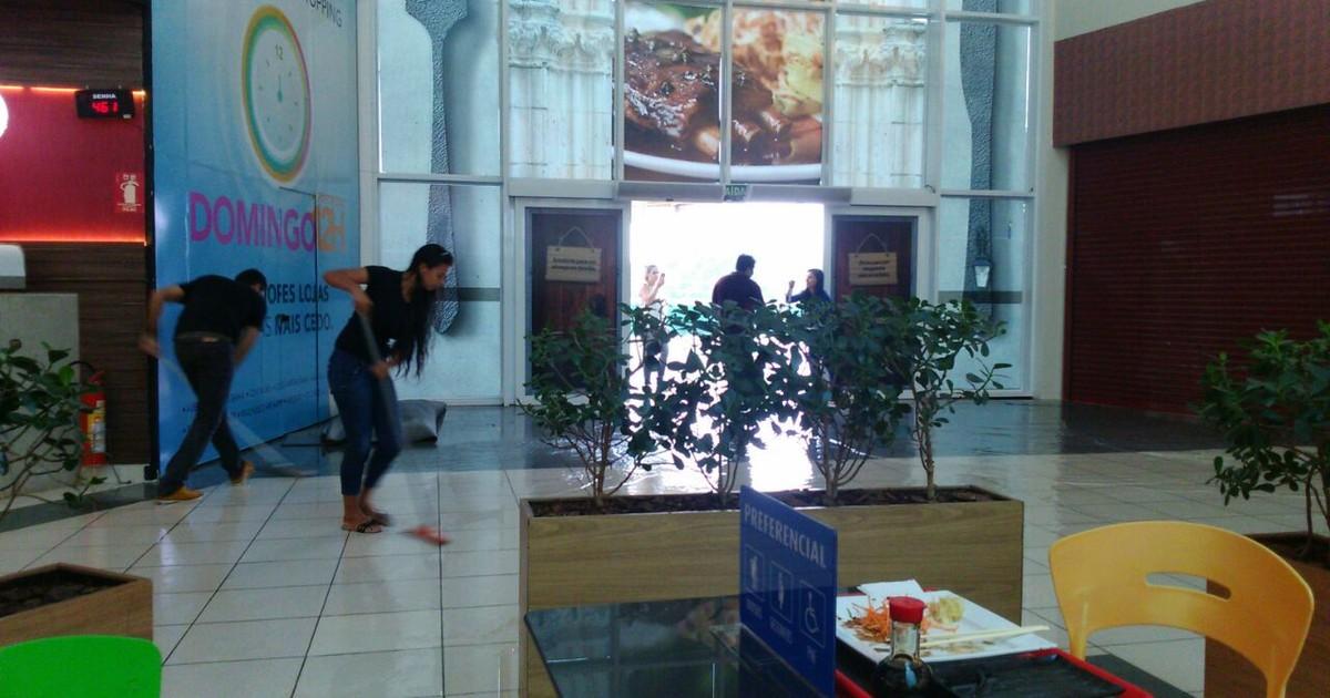 Chuva alaga shopping e provoca estragos no comércio em Palmas - Globo.com